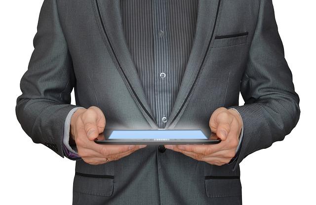 oblek, tablet, ruce