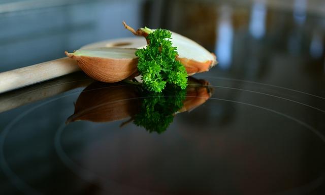varná deska a cibule