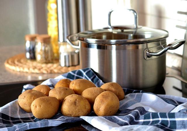 brambory a hrnec