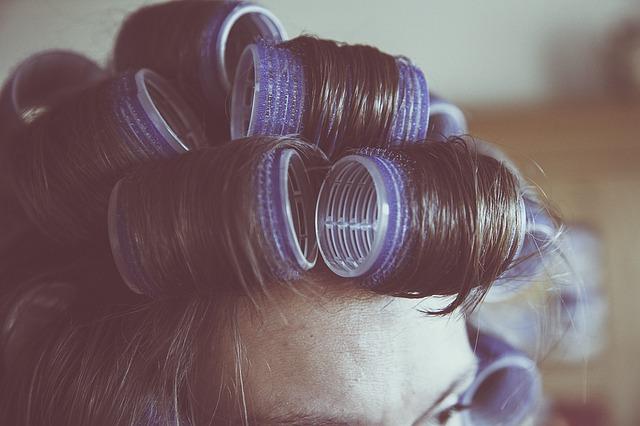 natáčky na vlasech