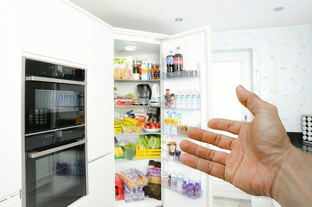 Přeplněná lednice